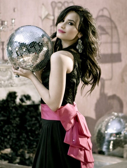 Demi-Lovato-disco-ball
